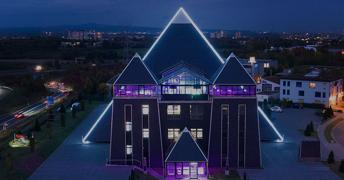 pyramide hechtsheim. Black Bedroom Furniture Sets. Home Design Ideas